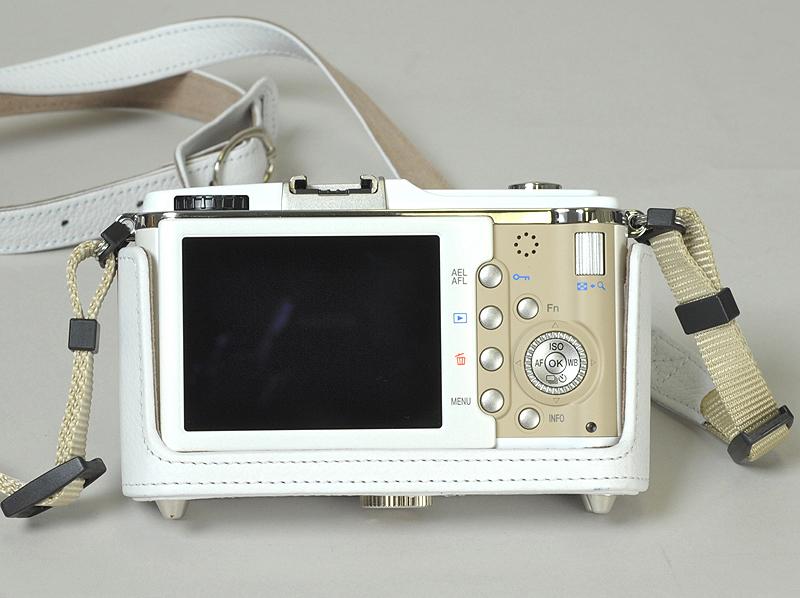 <b>「ボディジャケットは革で覆おう部分が少なく、フォルムをきちんと作る技術的な部分で苦労しました」(小松氏)</b>