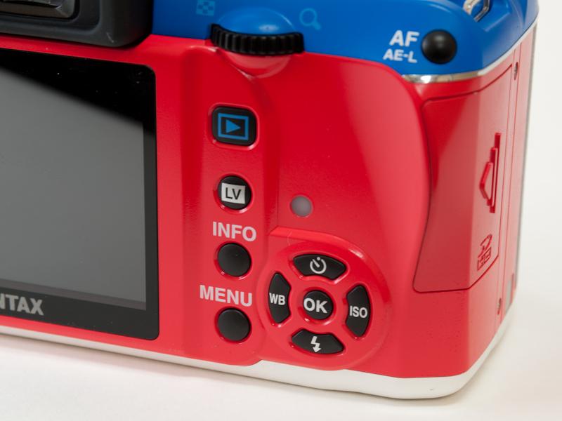 <b>ボディ背面のボタンや表示のプリントは、ノーマルモデルと共通</b>
