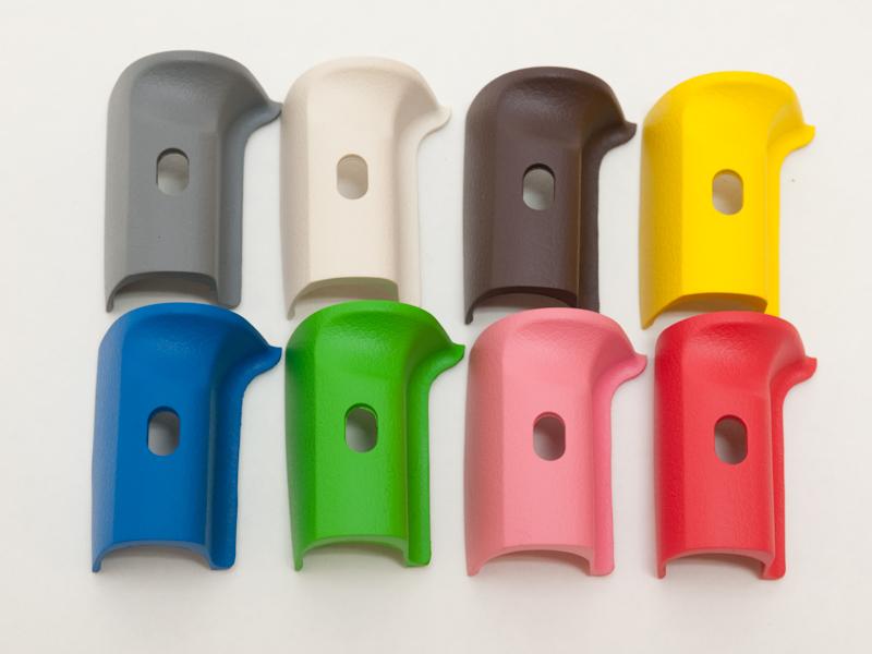 <b>オーダーカラーのK-xに装着しているカラーグリップは、ブラックを合わせて全部で9種類</b>