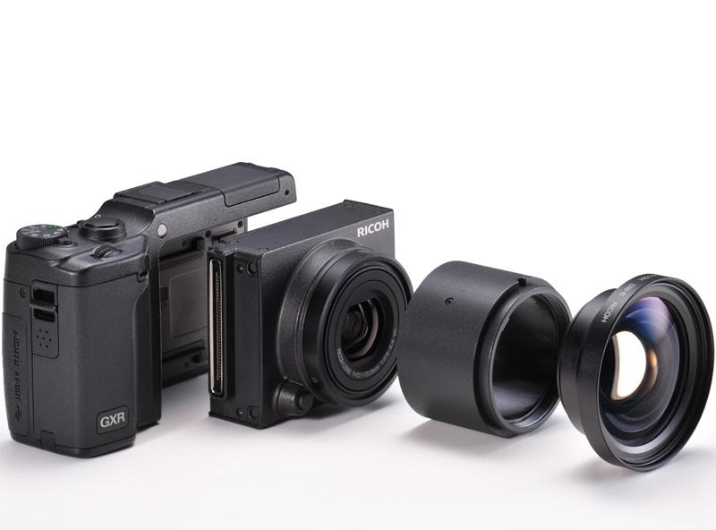 <b>RICOH LENS S10 24-72mm F2.5-4.4 VCにフード&amp;アダプターHA-3を介してワイドコンバージョンレンズDW-6を装着</b>