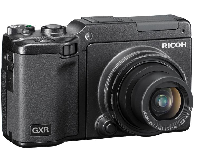 <b>RICOH LENS S10 24-72mm F2.5-4.4 VCを装着したGXR</b>