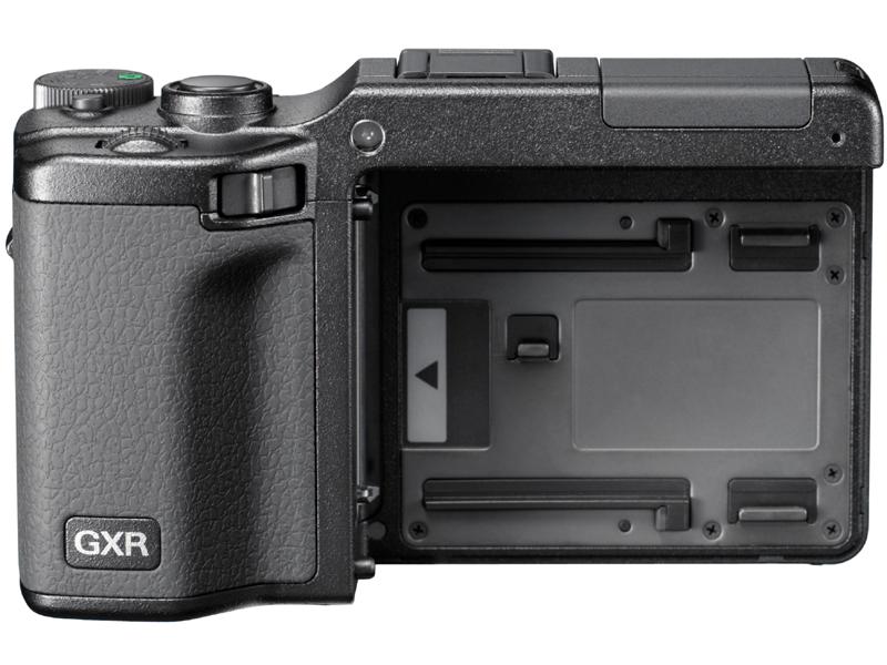 <b>ユニットを取外したGXR本体。レンズ、撮像素子、画像処理エンジンが一体になった交換ユニットをスライドインマウントで装着して使用する</b>