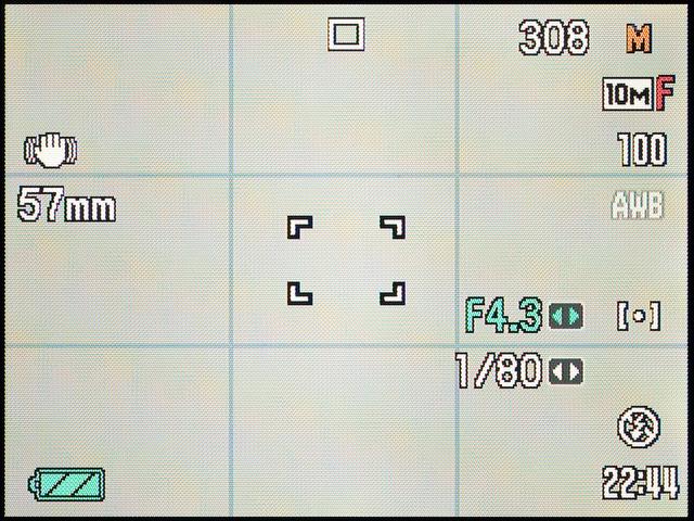 <b>マニュアル露出時は左右キーで絞りやシャッター速度を切り替える。SETボタン押しで絞りとシャッター速度を交互に切り替える</b>