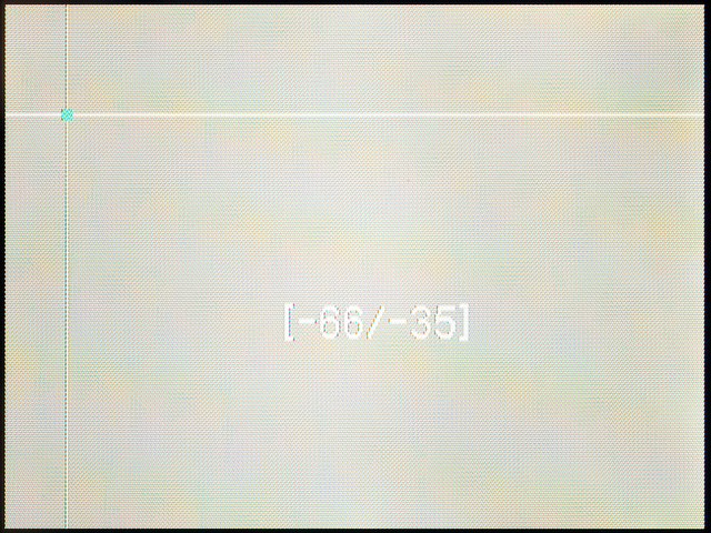 <b>「AFエリア」を「フリー」にすると、測距点の位置を自由に変えられる。画面中心からの距離の目安の数字も表示される</b>