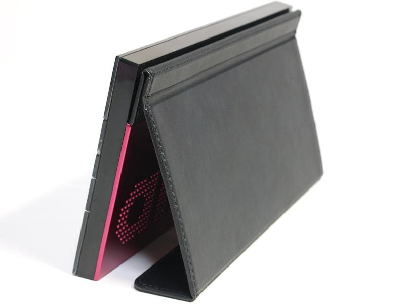 <b>保護カバーはフォトスタンドのようにも使用できる</b>