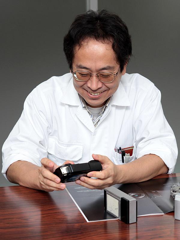 <b>GXRのメカニズムを担当したリコーパーソナルマルチメディアカンパニーICS設計室 設計1グループ シニアスペシャリストの篠原純一氏</b>