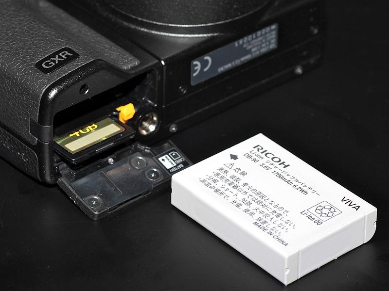 <b>バッテリーは新型の「DB-90」を採用している</b>