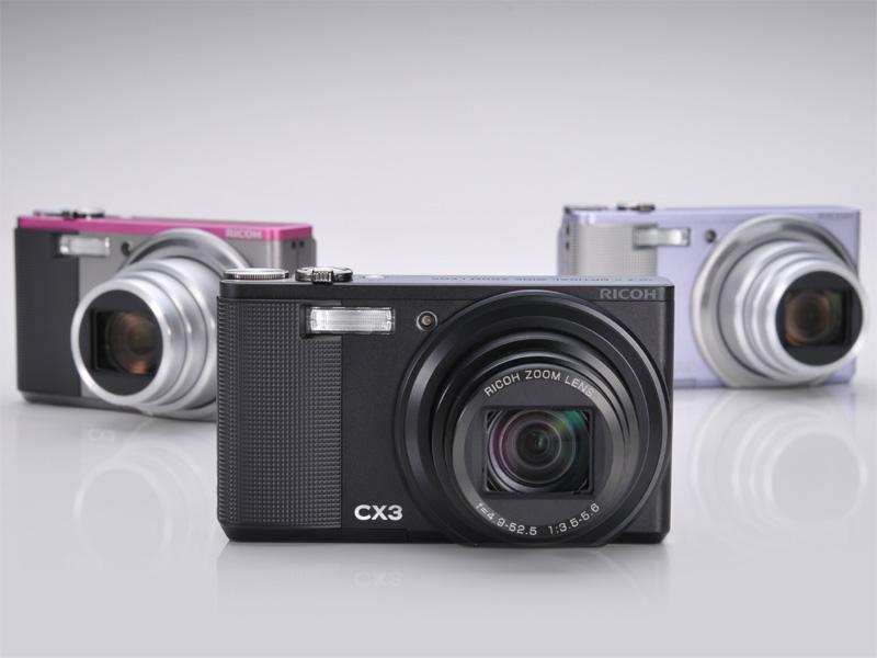 <b>CX3。左からツートン(ライトグレー×ピンク)、ブラック、すみれ</b>
