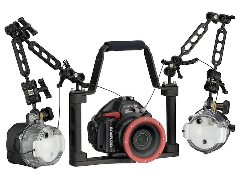 <b>水中専用ストロボ「UFL-2」との組み合わせ例</b>