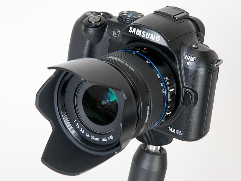 <b>サムスンデジタルイメージングのレンズ交換式デジタルカメラ「NX10」</b>