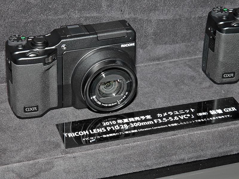 <b>RICOH LENS P10 28-300mm F3.5-5.6 VC(仮称)を装着したGXR</b>
