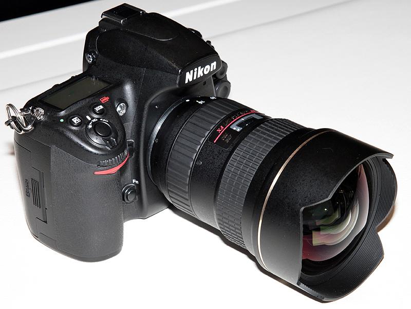 <b>AT-X 16-28mm F2.8 PROは、カウンターで操作を試すことができる</b>
