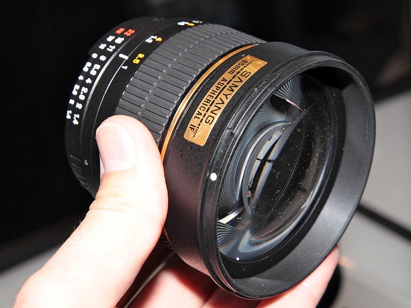 <b>85mm F1.4(35mmフルサイズ対応)</b>