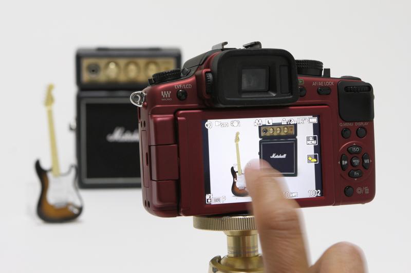 <b>タッチシャッターは、画面に表示される同機能のONボタンを押した後、画面上の被写体に軽くタッチすれば、AF合焦とともにシャッターが切れる</b>
