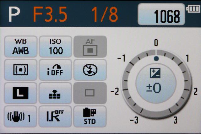 <b>一目で撮影の設定状態が把握できるLCD撮影情報画面。DMC-G2ではタッチ対応となり使い勝手が向上した</b>