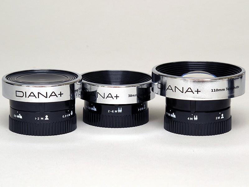 <b>Diana Lens+ 55mm Wideangle&amp;Closeup以外はレンズ鏡胴を回転させてピント合わせを行なう。鏡胴は連続的に回転できる</b>