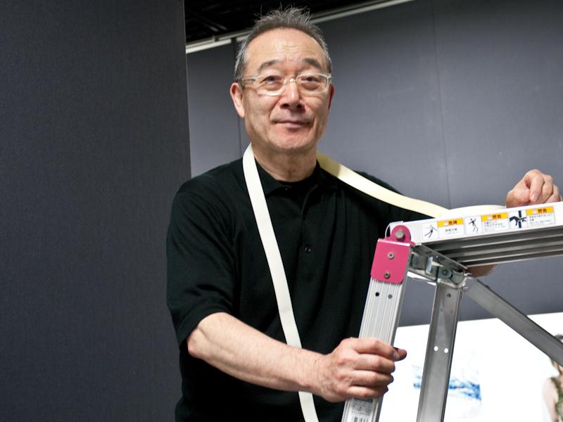 <b>与田さんにポートレート撮影をお願いしたら、脚立を持ってきて上り始めた</b>