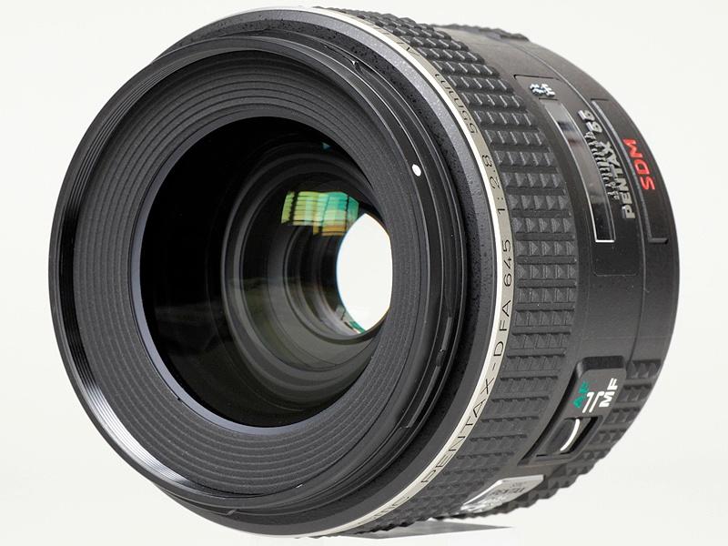 <b>645Dとともに用意されるD FA 645 55mm F2.8 AL [IF] SDM AW</b>