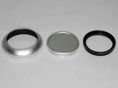 <b>左からドームフード37mmシルバーP0.75、キャップ、レンズ保護フィルター</b>