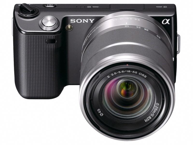 <b>NEX-5。装着レンズはE 18-55mm F3.5-5.6 OSS</b>