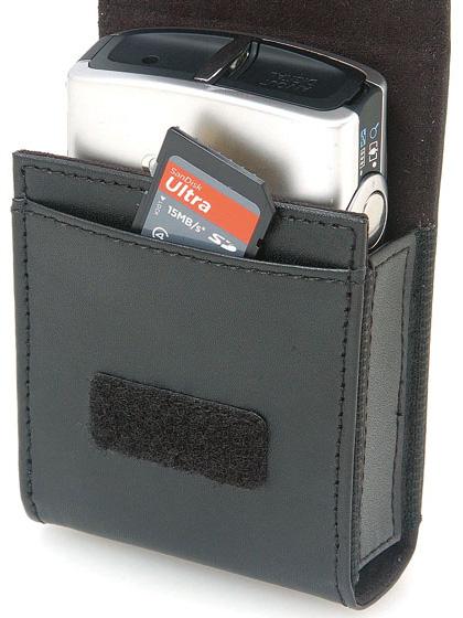 <b>記録メディア用ポケットを持つ</b>