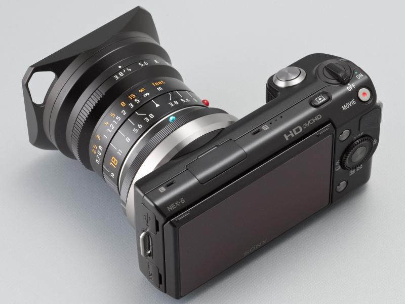 <b>NEX-5はAPS-Cサイズの撮像素子を搭載するため、このレンズは35mm判換算27mm相当になる</b>