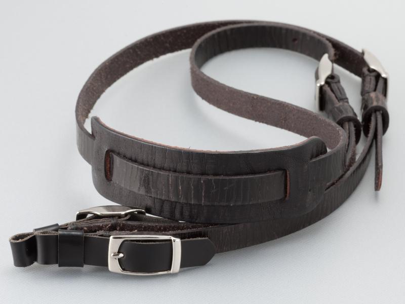 <b>ヴァイヒィェ・ブリーゼのアンティークブラックは、ビンテージテイストの風合いが特徴だ</b>