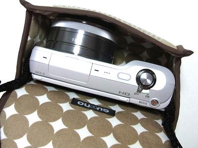 <b>E 16mm F2.8を装着したNEX-3の収納例</b>
