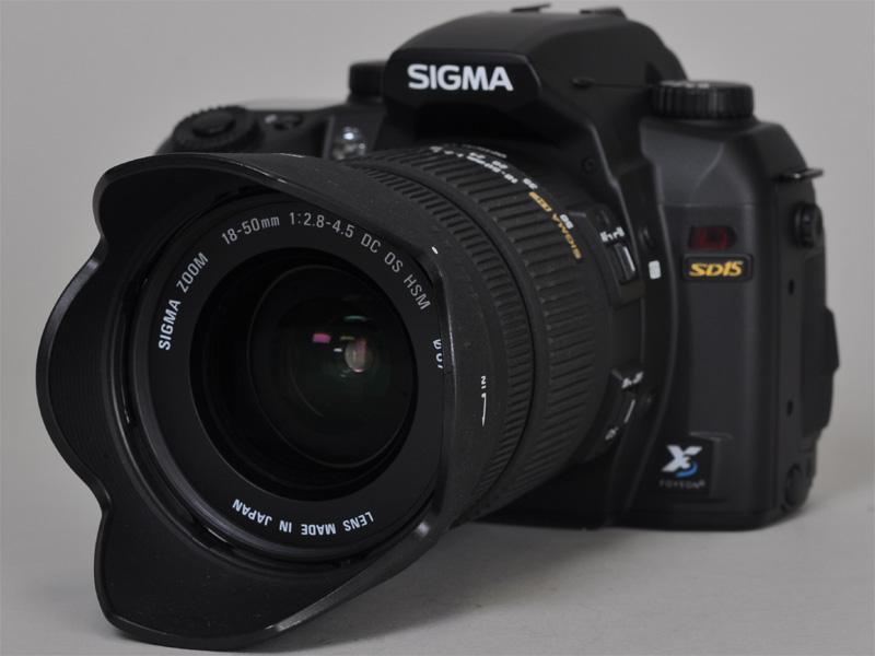 <b>装着レンズはスターティングキットの18-50mm F2.8-4.5 DC OS HSM</b>