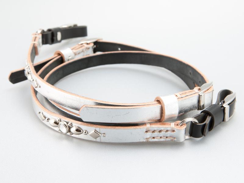 <b>銀箔レザーはNEX向けに新たに用意された素材だ。価格は7,770円。取り付けパーツは別売</b>