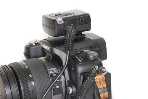 <b>受信機をカメラに装着したところ</b>