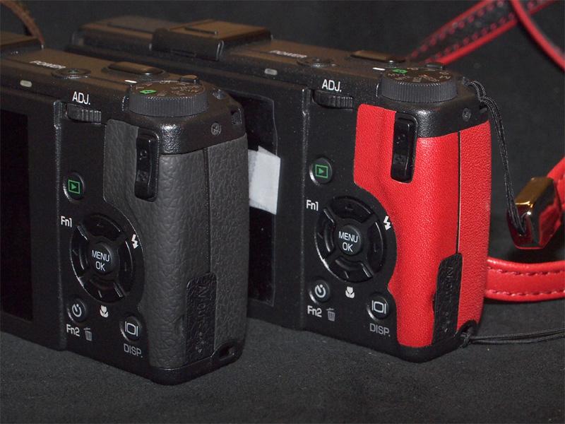 <b>背面側のグリップ部も交換する。左は通常のGR DIGITAL III</b>