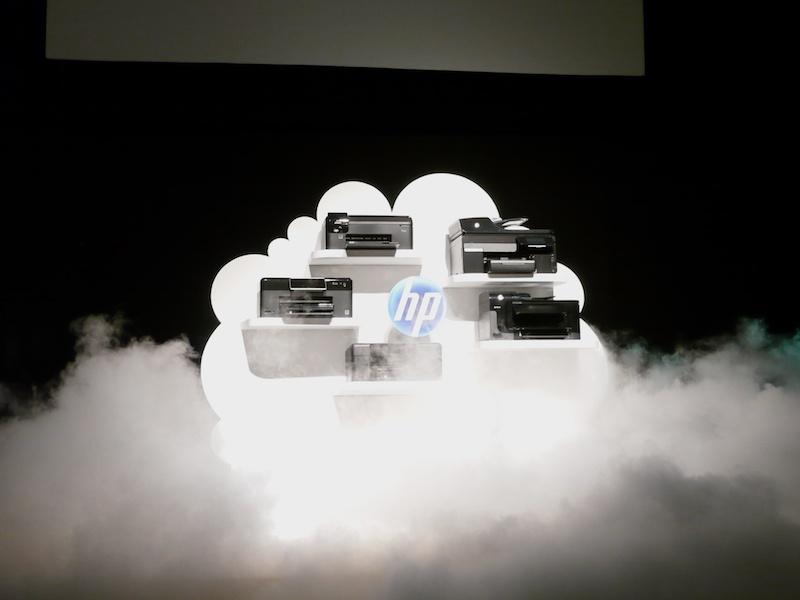 <b>クラウドを意識したと思われる雲の中、新ラインナップが登場した</b>