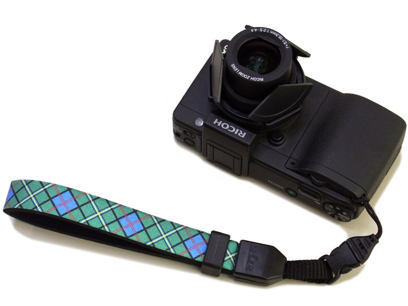 <b>コンパクトカメラへの装着例</b>