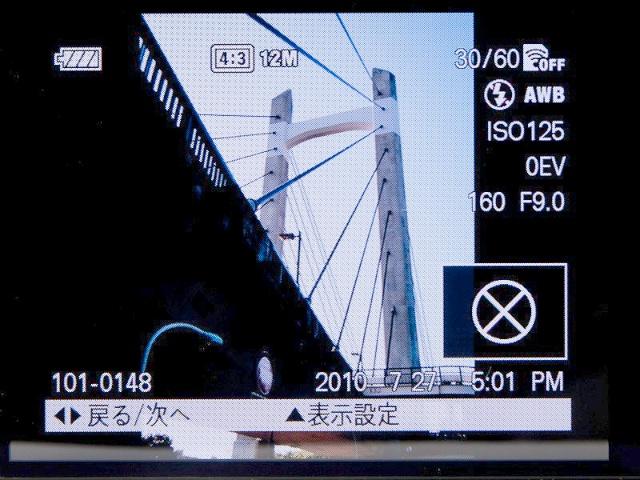 <b>縦位置で撮影するとヒストグラムが表示されないという仕様も従来通り。他社製カメラにはよくある、カメラを縦にすると画像も縦に回転するといった機能もない</b>