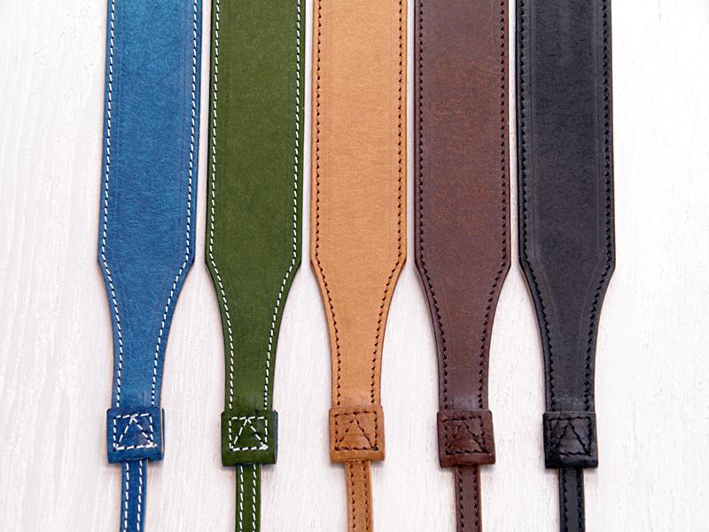 <b>カラーバリエーション。左から、インディゴ、オリーブ、ブラウン、チョコレート、ブラック</b>