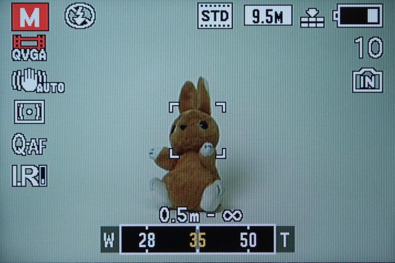 <b>ステップズーム使用時は画面下に焦点距離を表示</b>