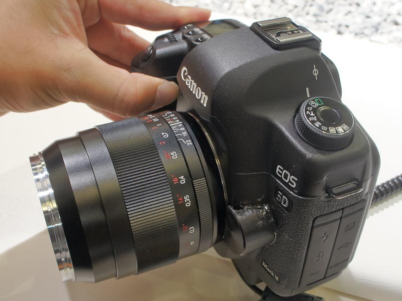 <b>こちらはEOS 5D Mark IIに装着したDistagon T* 2/35 ZE</b>