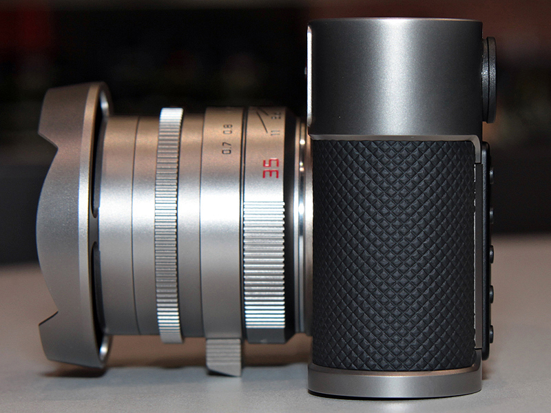 <b>同梱の「ズミルックスM f1.4/35mm ASPH.」を装着したところ</b>