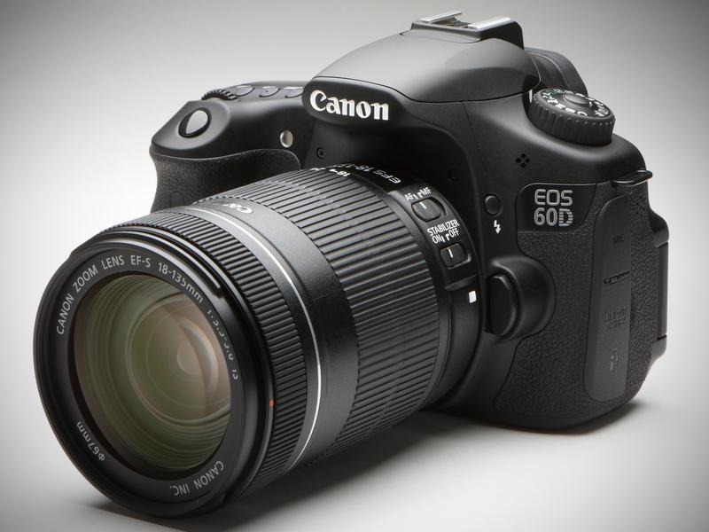 <b>EOS 60D。装着レンズはEF-S 18-135mm F3.5-5.6 IS</b>