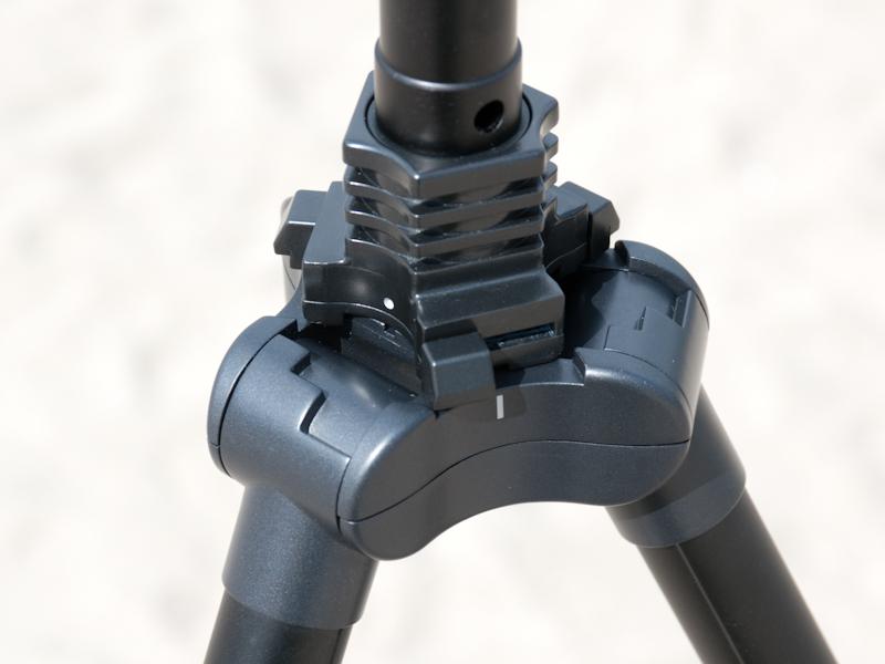 <b>三段開脚を使用するときは、脚の根元のパーツを右の写真のように回転操作する必要がある</b>