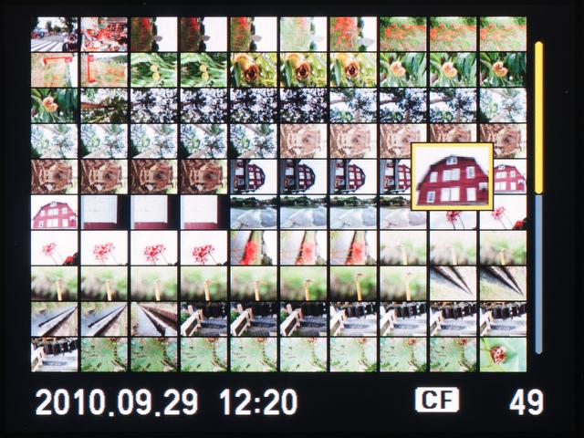 <b>インデックス表示は4コマ、9コマ、25コマ、100コマのほか、カレンダー表示も選択できる。100コマ表示でもそこそこ画がわかるのが幸せ</b>