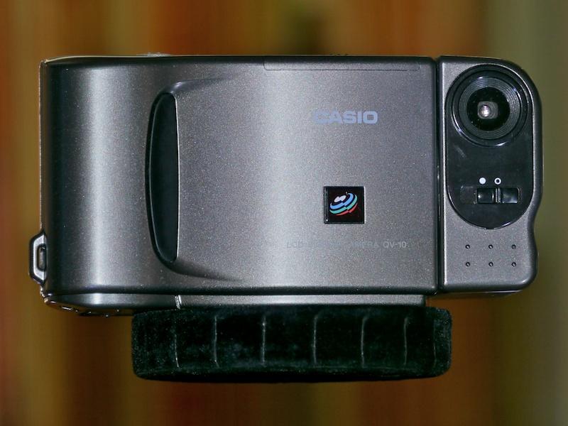 <b>QV-10。初の液晶モニター付きデジタルカメラ。国内デジタルカメラ市場黎明期の立役者として知られる</b>