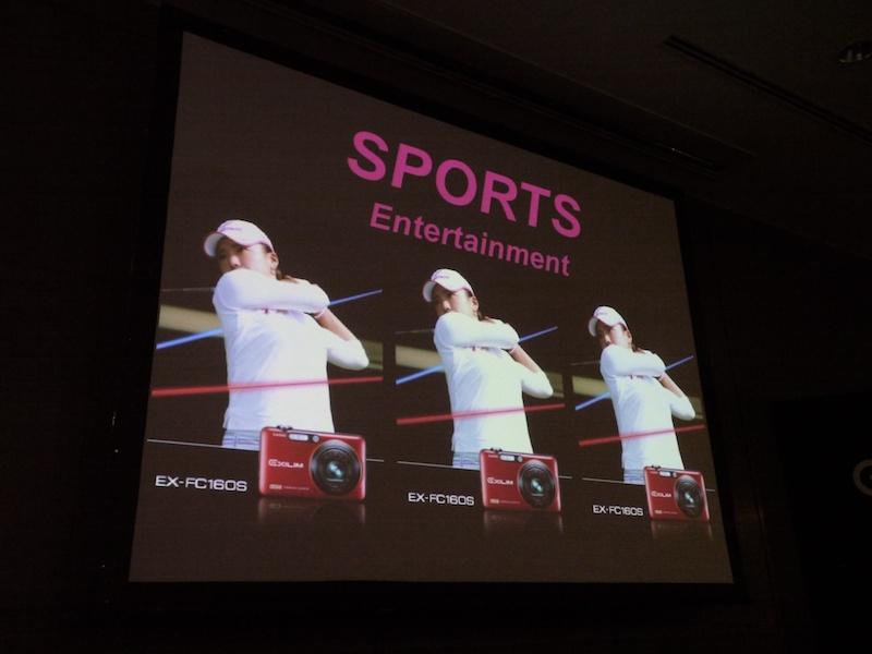 <b>6つのエンターテイメントのひとつ、スポーツエンターテイメント。有村智恵選手監修のハンドブックが付属するEX-FC160Sを訴求</b>