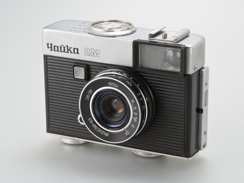<b>チャイカ2Mは1972〜1974年にかけ、約35万台が製造された。パンケーキタイプの標準レンズが付く</b>