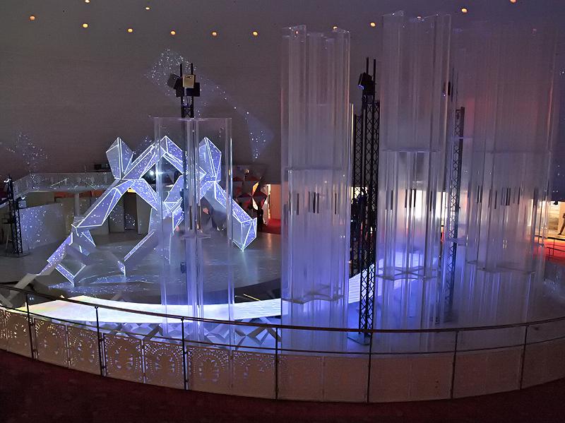<b>会場の入り口には、2008年からデザインイベント「ミラノサローネ」に出展している「NEOREAL」のオリジナルバージョンを展示</b>