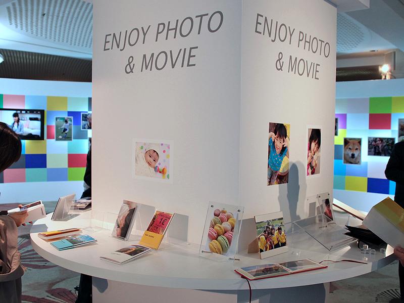 <b>「ENJOY PHOTO&amp;MOVIE」をテーマに、プリントやフォトブックとこのども成長記録の動画を流すコーナーも</b>