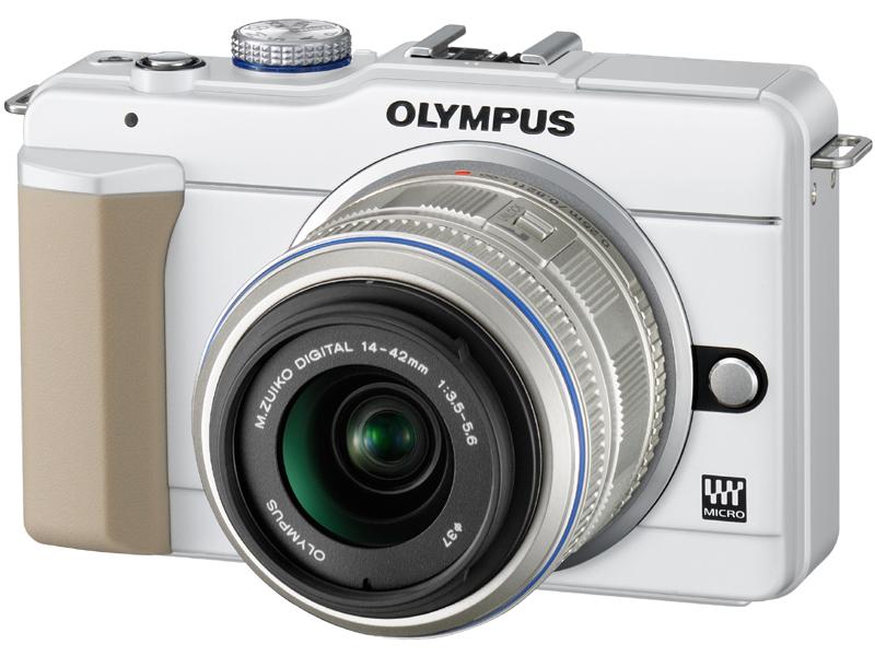 <b>ホワイトにM.ZUIKO DIGITAL 14-42mm F3.5-5.6 IIを装着</b>