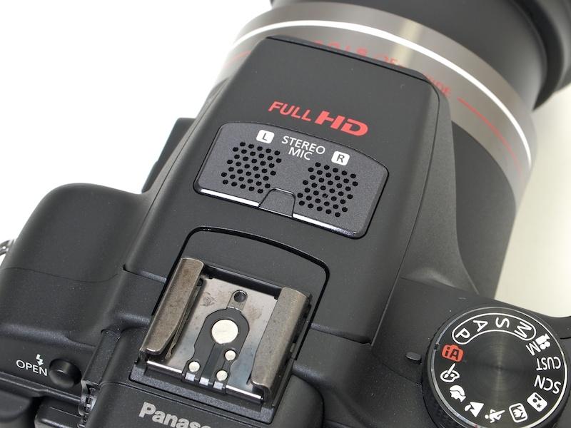 <b>フルHD動画記録に対応。ステレオマイクを備える</b>