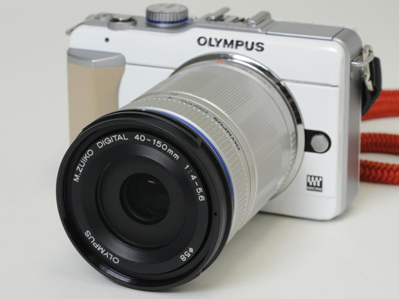 <b>M.ZUIKO DIGITAL ED 40-150mm F4-5.6を(シルバー)を装着</b>